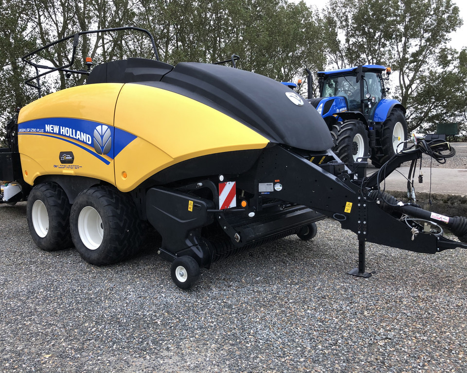 NEW HOLLAND BB1290 PLUS BALER
