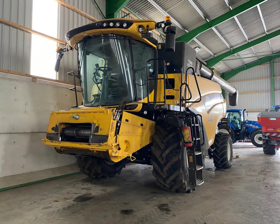 NEW HOLLAND CR8.80 COMBINE