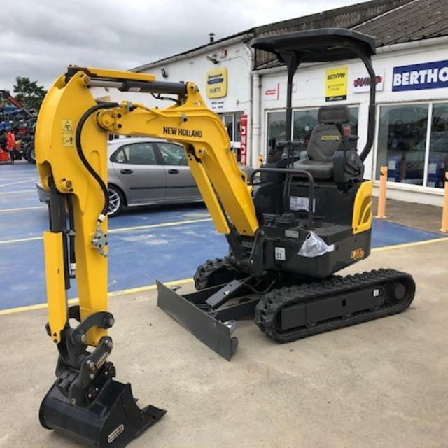 NEW HOLLAND E17-C MINI EXCAVATOR