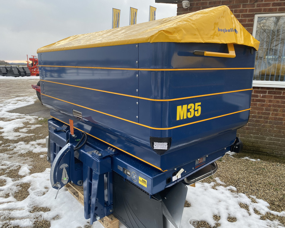 KRM M35W 3000LTR FERTILIZER SPREADER