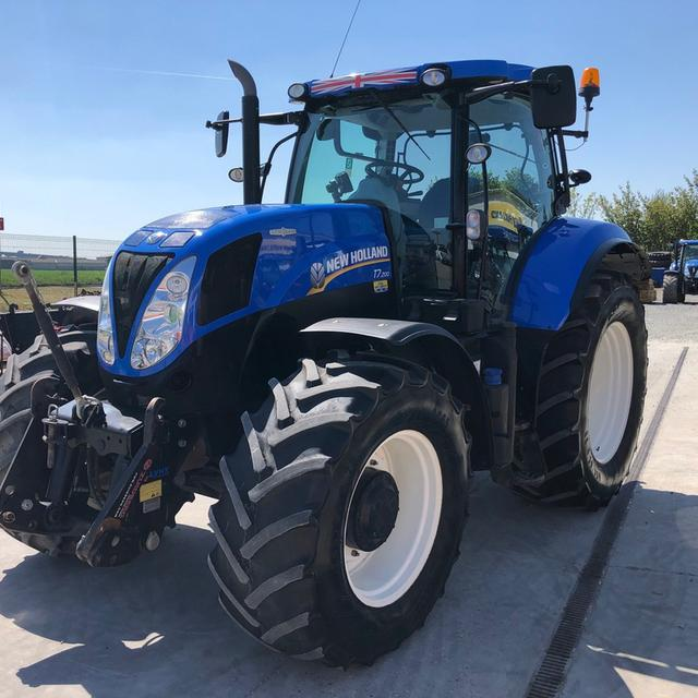 NEW HOLLAND T7.200 AC TRACTOR
